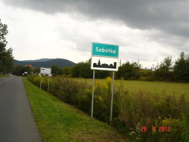 Wjeżdzamy do Sobótki - popatrz na niebo...