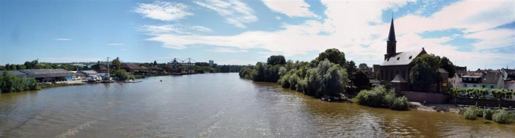 Przejazd przez most Wiesbaden-Mainz. Kliknij, aby wyświetlić panoramę.