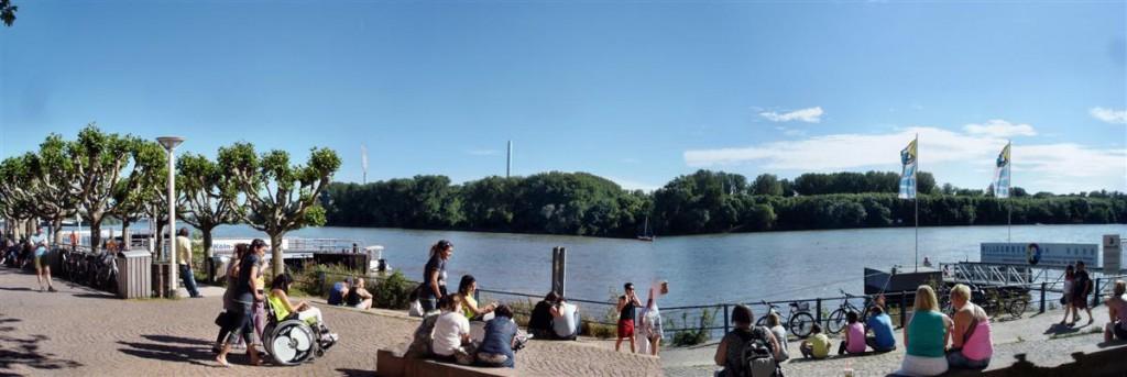 Deptak w Wiesbaden. Kliknij, aby wyświetlić panoramę.