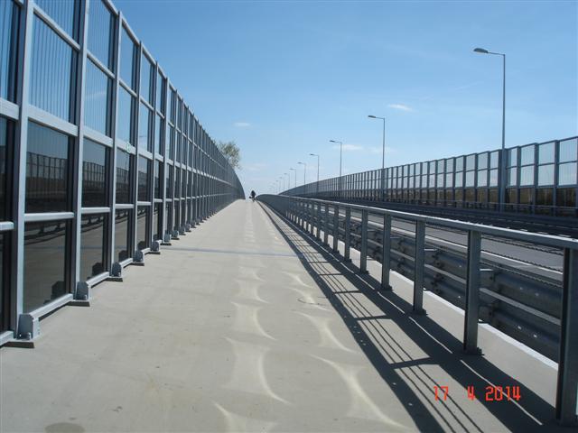 Most przez Odrę w Brzegu Dolnym i ścieżka rowerowa Brzeg Dolny - Miękina